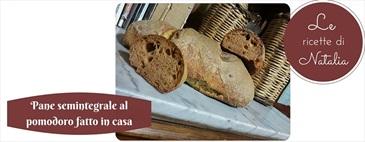 Pane semintegrale al pomodoro fatto in casa