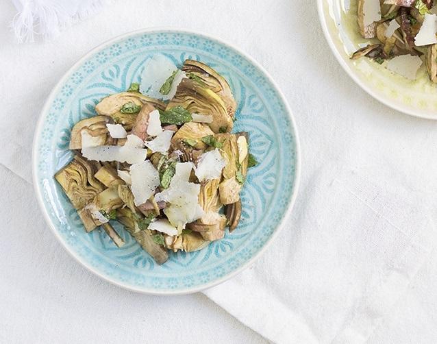 Carciofi a crudo ad insalata con grana - approfondimento sulle proprietà del carciofo curato dal nutrizionista Gianluca Rizzo per Biolis negozio bio di Messina